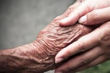 לטפל בהורים מבוגרים וחולים ולא להתפרק